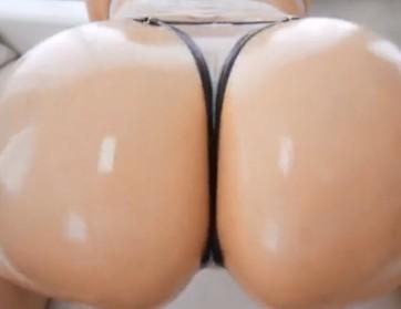 Velike gole guzice