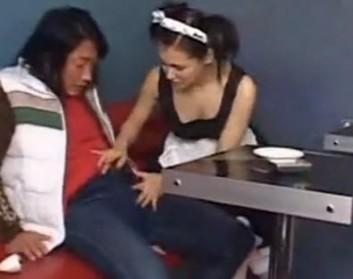 Sex sa zgodnom konobaricom