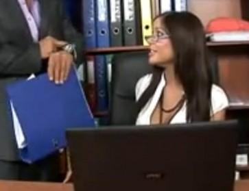Karanje na poslu u uredu