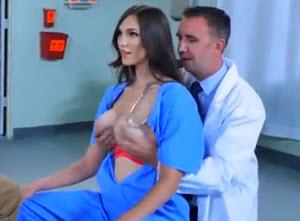Sex medicinske sestre sa doktorom