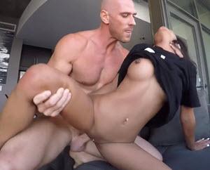 Jebozovne seksi tinejdžerke sa starijim jebačem